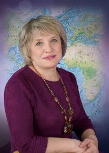 Максунова Елена Николаевна - учитель начальных классов высшей квалификационной категории, педагогический стаж 35 лет