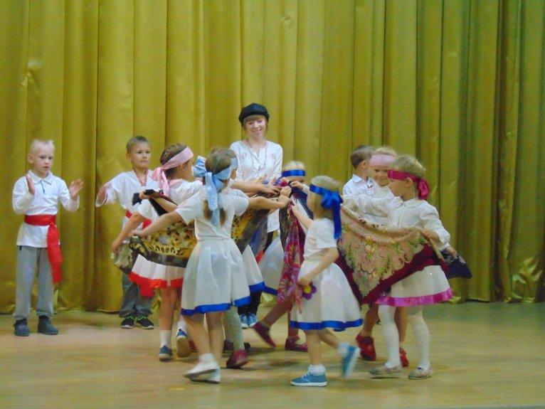 1 отряд. Русский народный танец